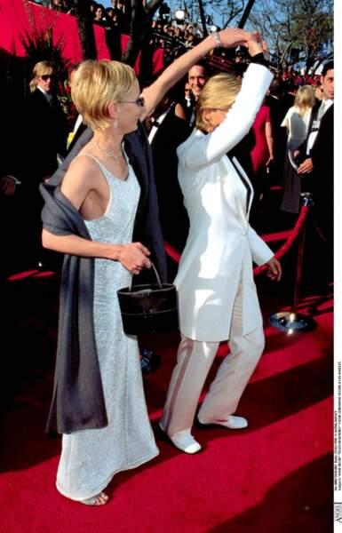 Anne Heche et Ellen DeGeneres lors de la 71e cérémonie des Oscars.