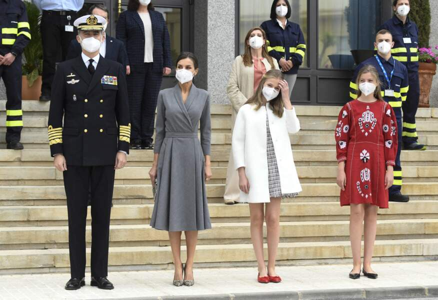 Le roi Felipe VI, son épouse et ses deux filles durant l'événement de lancement du sous-marin Isaac Peral ce 22 avril