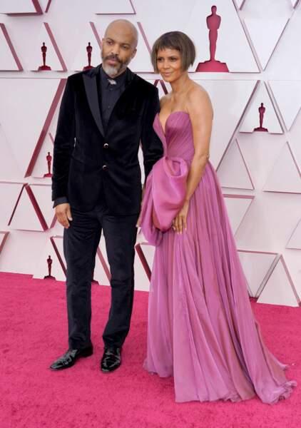 Halle Berry et Van Hunt lors de la 93e cérémonie des Oscars à Los Angeles, le 25 avril 2021. Ils sont ensemble depuis septembre 2020.