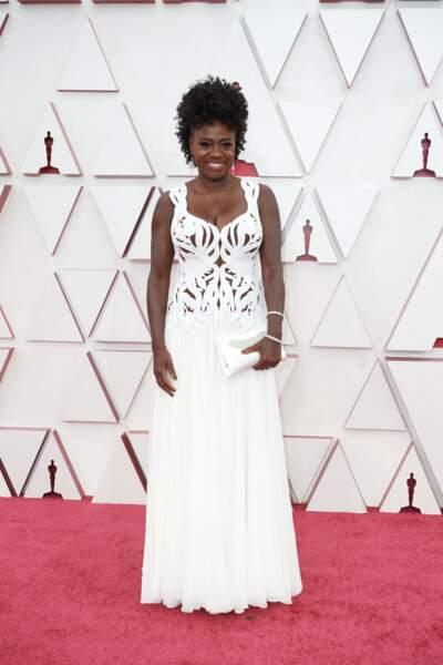 Viola Davis en robe immaculée Alexander McQueen lors de la 93e cérémonie des Oscars le 25 avril 2021.