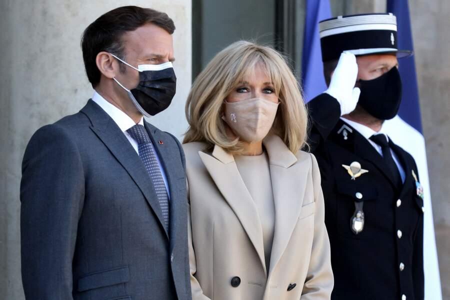Emmanuel Macron et son épouse Brigitte Macron : le couple présidentiel français reçoit pour un déjeuner de travail le président Frank-Walter Steinmeier et sa femme Elke Buedenbender au palais de l'Elysée à Paris, le 26 avril 2021