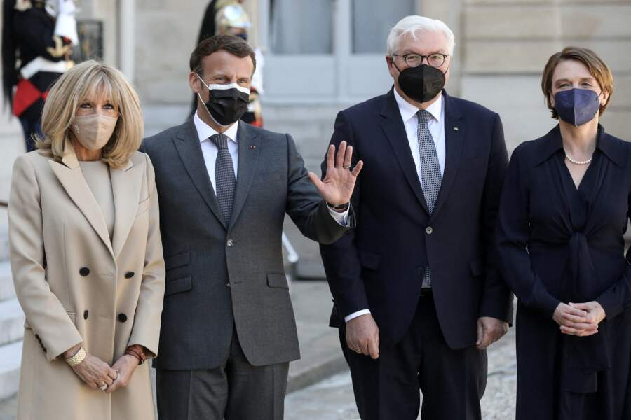 Emmanuel Macron et son épouse Brigitte Macron aux côtés de leurs invités le président de la République fédérale d'Allemagne, et sa femme, au palais de l'Elysée à Paris, le 26 avril 2021