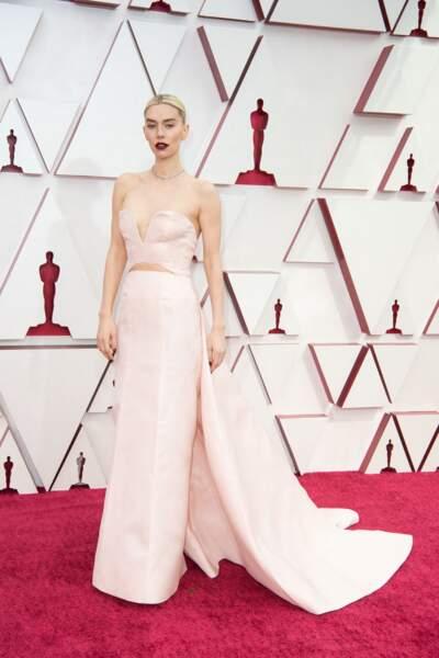 Vanessa Kirby en robe rose poudré Gucci et bijoux Cartier lors de la 93e cérémonie des Oscars le 25 avril 2021.