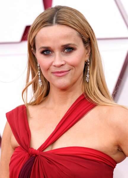 La raie au milieu et cheveux au naturel de Reese Witherspoon