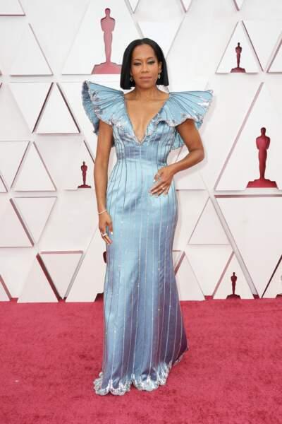 Regina King en robe à manches bouffantes Louis Vuitton lors de la 93e cérémonie des Oscars le 25 avril 2021.