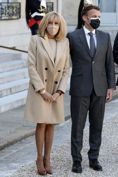 Emmanuel Macron et son épouse Brigitte Macron lors d'un déjeuner avec le président Frank-Walter Steinmeier et sa femme Elke Buedenbender à l'Elysée, le 26 avril 2021