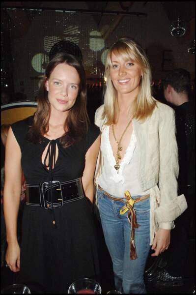 Arabelle Musgrave et Lady Emily Compton au lancement de la nouvelle collection de vêtements de Milla Jovovich et Carmen Hawk à Londres, le 27 avril 2006