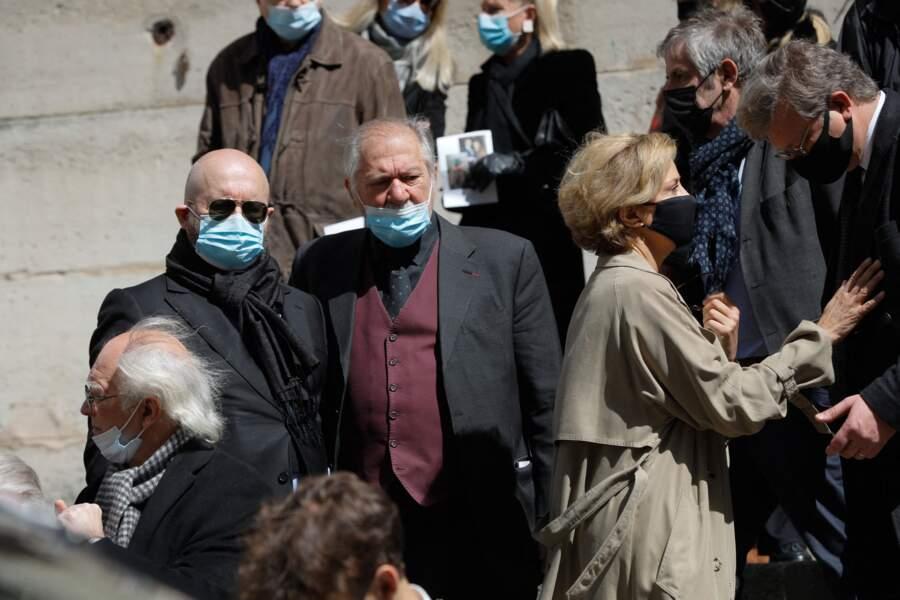 Corinne Touzet et Pierre Santini à l'issue des obsèques de Myriam Colombi ce lundi 26 avril 2021