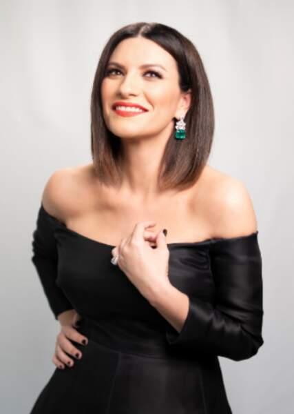 Laura Pausini en robe Valentino et bijoux Chopard lors de la 93e cérémonie des Oscars le 25 avril 2021.