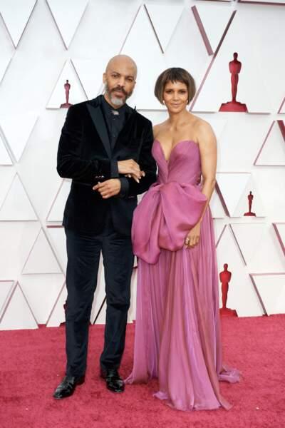 Halle Berry et le chanteur Van Hunt lors de la 93e cérémonie des Oscars à Los Angeles, le 25 avril 2021.