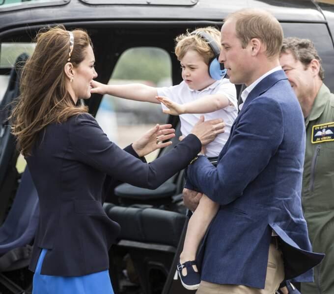 Kate Middleton, Le prince William et leur fils le prince George assistent au Royal International Air Tattoo le 8 juillet 2016.