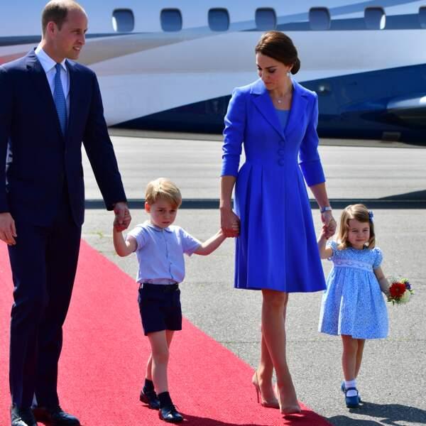 Kate, William, George et Charlotte à leur arrivée à l'aéroport de Berlin-Tegel à Berlin, le 19 juillet 2017, lors de leur visite officielle de 3 jours en Allemagne.