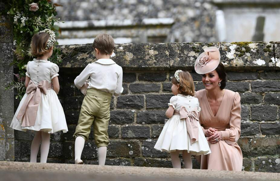 Kate Middleton et la princesse Charlotte en l'église St Mark Englefield, Berkshire, Royaume Uni, le 20 mai 2017.