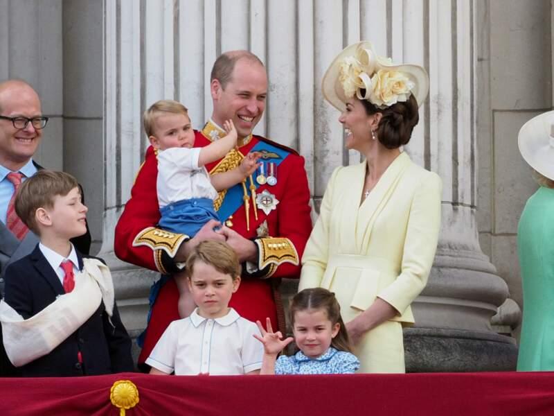 Le prince William et Kate Middleton avec George, Charlotte et Louis au balcon du palais de Buckingham lors de la parade Trooping the Colour 2019, à Londres, le 8 juin 2019.