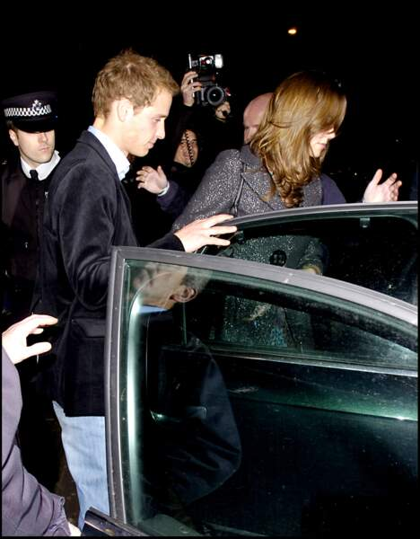 Le prince William et Kate Middleton sortant de discothèque le 5 janvier 2007