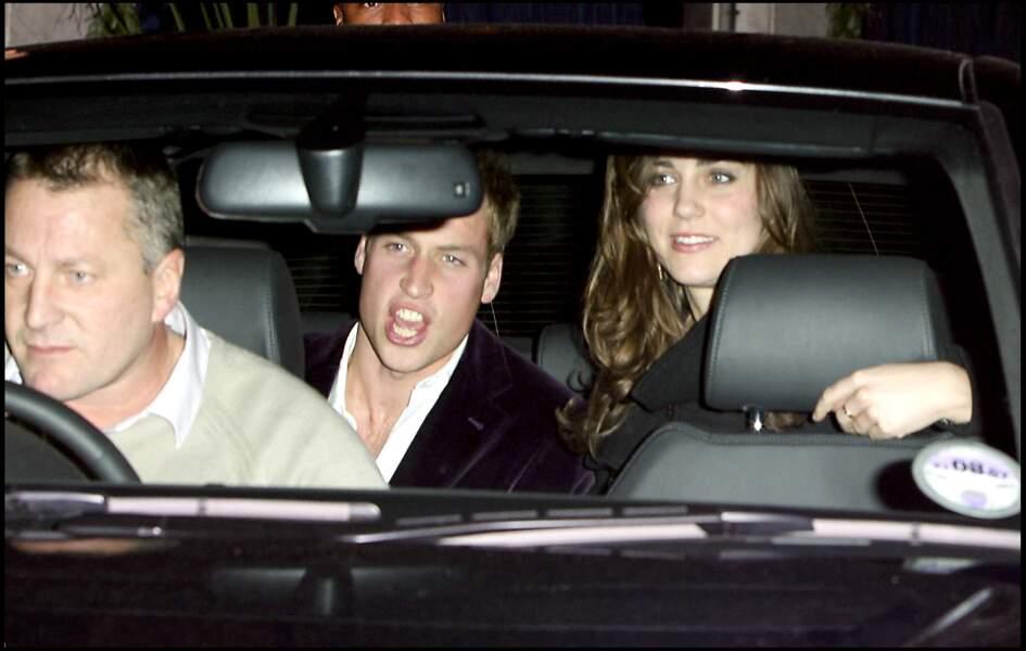 Le prince William et Kate Middleton  à la sortie d'une boîte de nuit le 20 décembre 2006