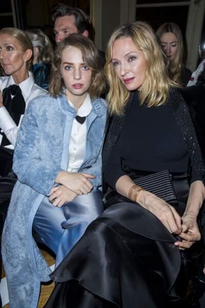 Uma Thurman et sa fille Maya Hawke en front row du défilé Giorgio Armani, à Paris en janvier 2019