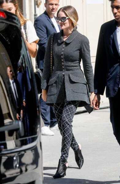Margot Robbie en veste cintrée Chanel défilé de mode Haute-Couture 2019-20 à Paris en 2019.