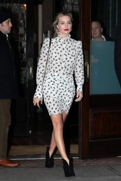 Margot Robbie à New York le 4 décembre 2018 dans une tenue fluide Chanel.