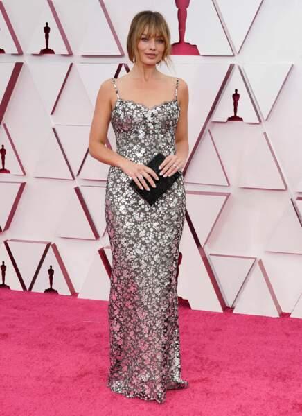 Margot Robbie en robe nuisette brodée Chanel lors de la 93e cérémonie des Oscars le 25 avril 2021 à Los Angeles.
