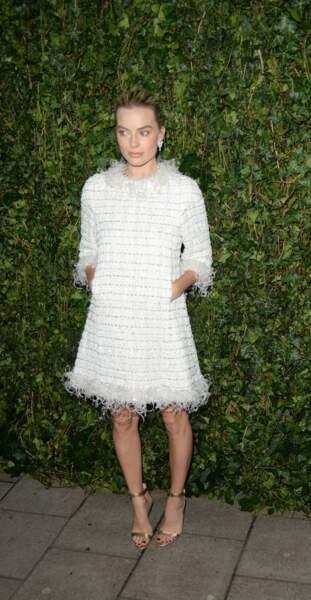 Margot Robbie en robe Chanel au dîner des BAFTA à Londres le 17 février 2018.