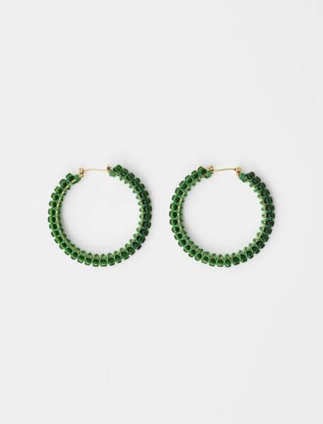 Créoles tressées à perles avec fil ton sur ton, base en laiton doré avec fermoir clique, 55€, Maje Paris