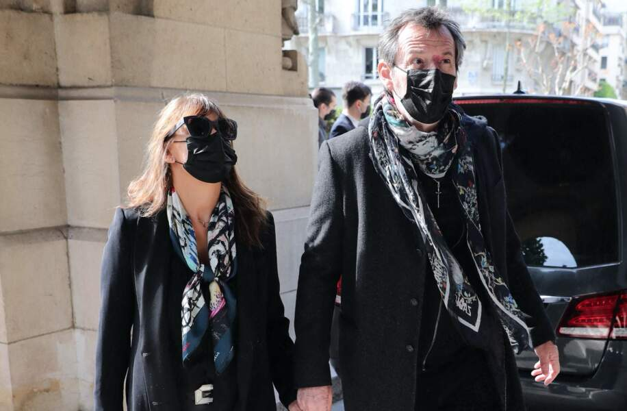 Jean-Luc Reichmann et sa femme Nathalie Lecoultre aux obsèques de Yves Rénier.