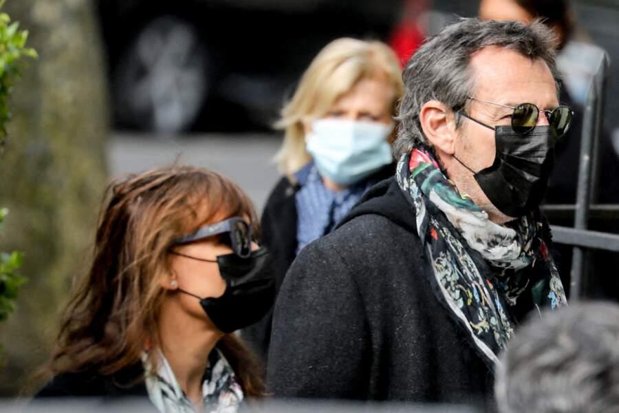 Jean-Luc Reichmann et sa femme Nathalie arrivent aux obsèques d'Yves Rénier en l'église Saint-Pierre de Neuilly-sur-Seine, France, le 30 avril 2021
