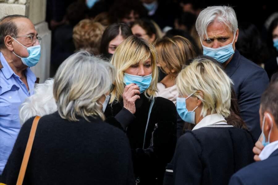 Mathilde Seigner et son compagnon Mathieu Petit, Jean-Luc Azoulay à la sortie des obsèques d'Yves Rénier en l'église Saint-Pierre de Neuilly-sur-Seine, le 30 avril 2021