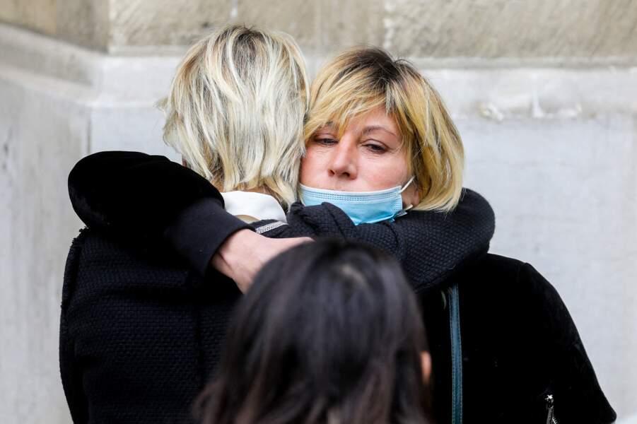 Mathilde Seigner à la sortie des obsèques d'Yves Rénier, le 30 avril 2021