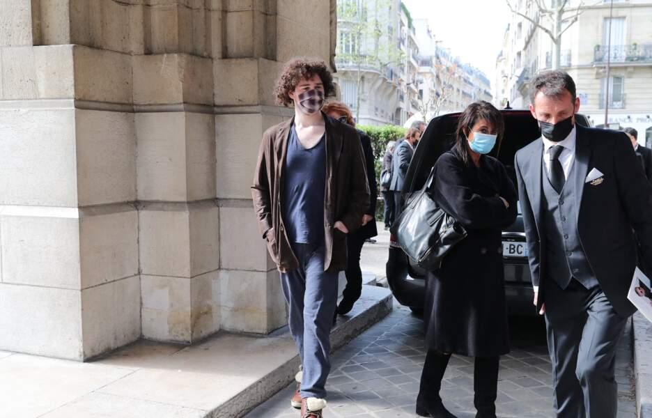 Sam Bokobza, le fils de Véronique Genest aperçu aux obsèques de Yves Rénier.