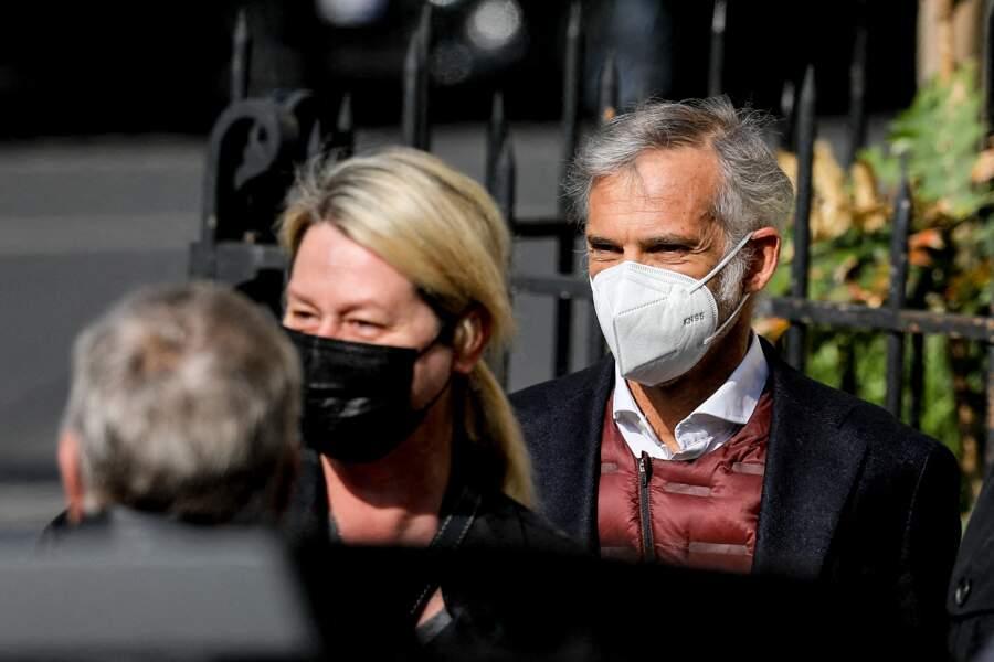 Paul et Luana Belmondo ont été aperçus aux funérailles d'Yves Rénier.