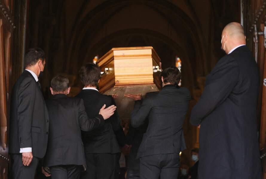 Entrée du cercueil de Yves Rénier.