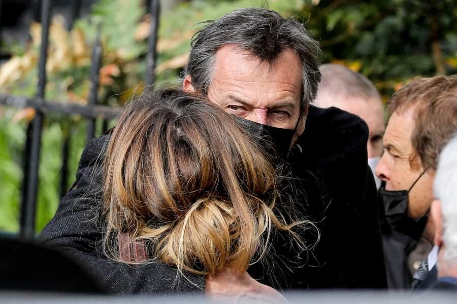 Samantha Rénier émue, dans les bras de Jean-Luc Reichmann.