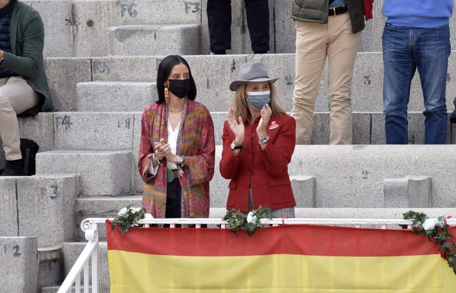 Victoria de Marichalar et l'infante Elene d'Espagne étaient très concentrées pendant cette corrida.