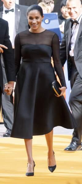 Meghan Markle dans le même type de robe, mais signée Jason Wu, à Londres, le 14 juillet 2019.