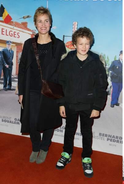 """Judith Godreche et Noé pour l'avant-première de """"Rien à déclarer"""" de Dany Boon, le 24 janvier 2011."""