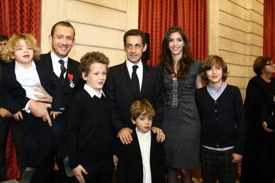Dany Boon reçoit la legion d'honneur des mains de Nicolas Sarkozy, le 10 novembre 2009.