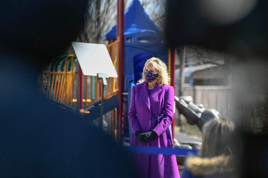 Jill Biden dans un manteau fuschsia Jonathan Cohen Studio, le 15 mars 2021