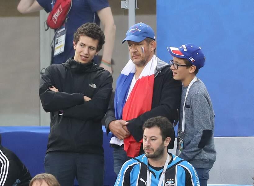 Dany Boon et ses fils Mehdi et Eytan dans les tribunes lors de la demi-finale de la coupe du monde opposant la France à la Belgique à Saint-Pétersbourg le 10 juillet 2018