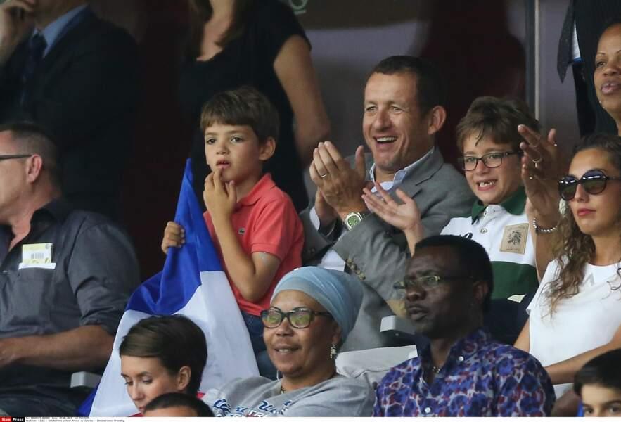 Dany Boon et son fils Eytan pour le match amical qui oppose la France à la Jamaïque au stade Pierre Mauroy à Lille, le 8 juin 2014.