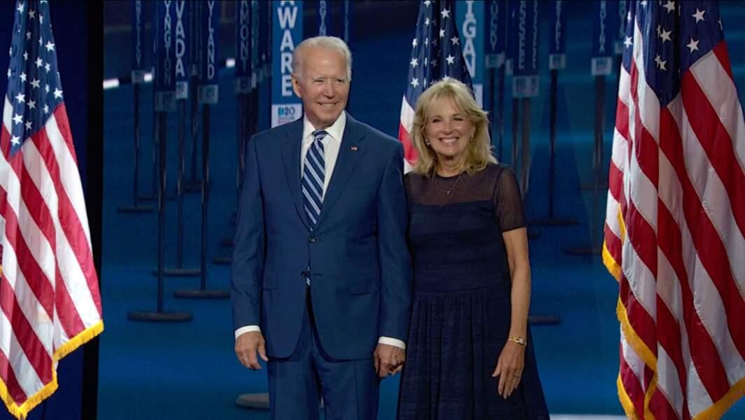Jill Biden en robe noire bimatière signée Ralph Lauren, le 17 août 2020.