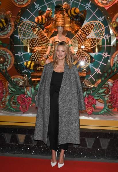 Virginie Efira en robe noire et manteau long, le 20 novembre 2019