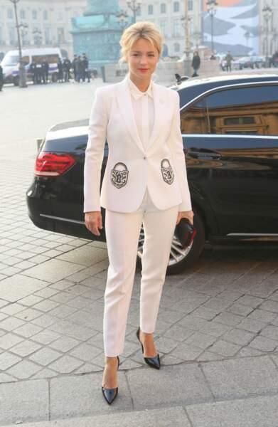 Virginie Efira canon en total-look blanc immaculé à Paris, le 23 janvier 2017.