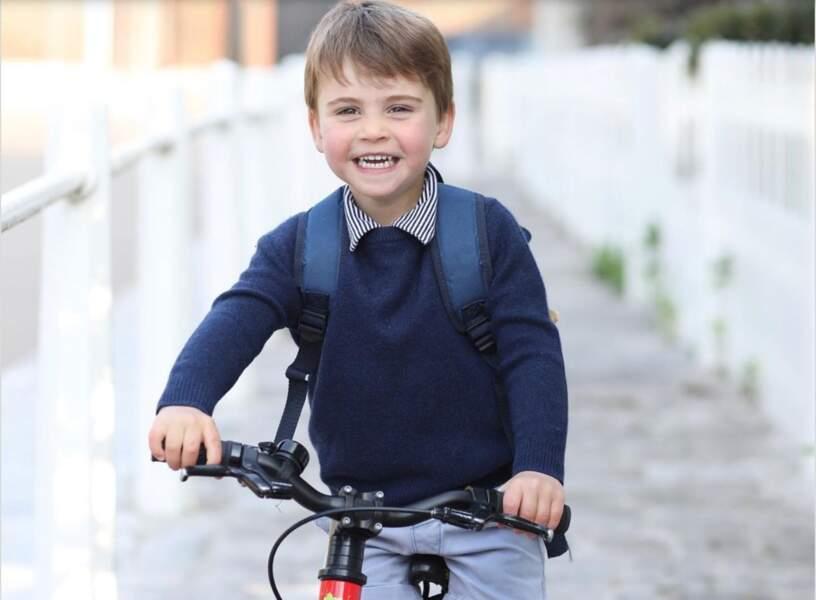 Le prince Louis, le petit dernier des Cambridge, a célébré le 23 avril dernier son troisième anniversaire. Un événement que ses parents ont tenu à célébrer sur les réseaux sociaux.
