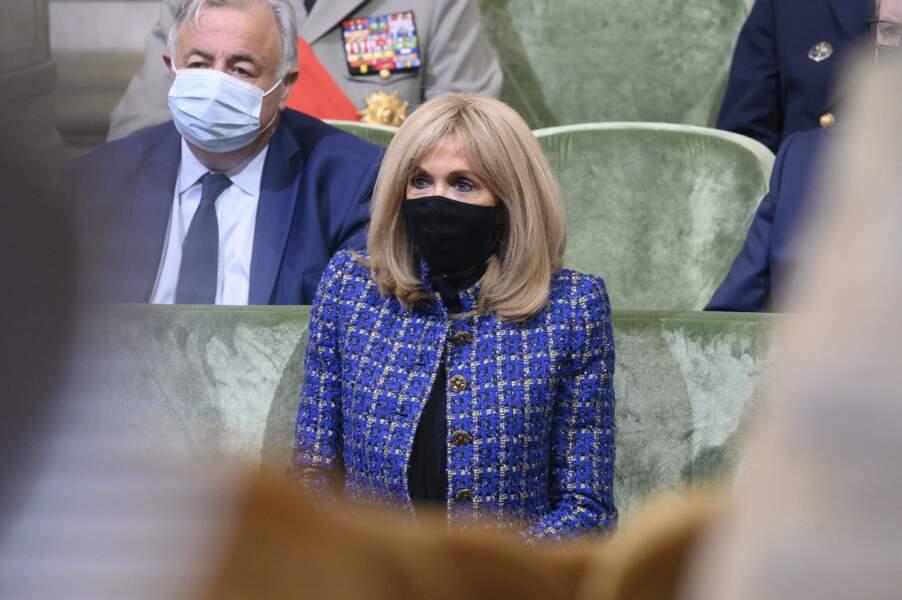 Brigitte Macron à l'écoute du discours de son époux ce mercredi 5 mai à Paris
