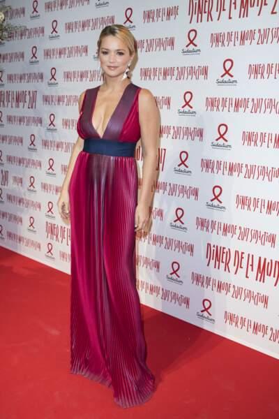 Virginie Efira sublime ses courbes dans cette robe longue décolletée, le 26 janvier 2017.