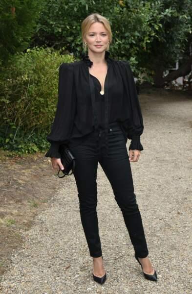 Virginie Efira en total look noir et paire d'escarpins à talons,  le 30 août 2020.