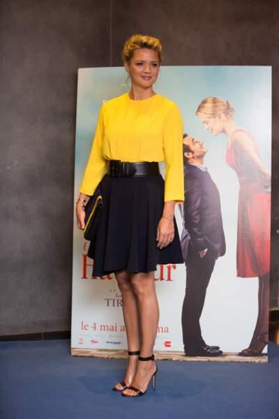 Virginie Efira et son combo gagnant : une jupe courte et des escarpins pour allonger ses jambes et une ceinture pour affiner sa taille, le 25 avril 2016.