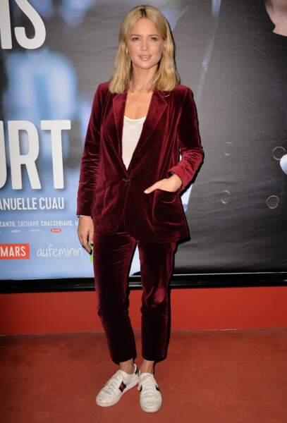 Virginie Efira en costume en velours et basket, le 23 mars 2017
